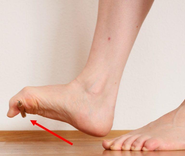 Fersensporn / Plantarfasziitis: Aktivierung Greiffunktion Zehen